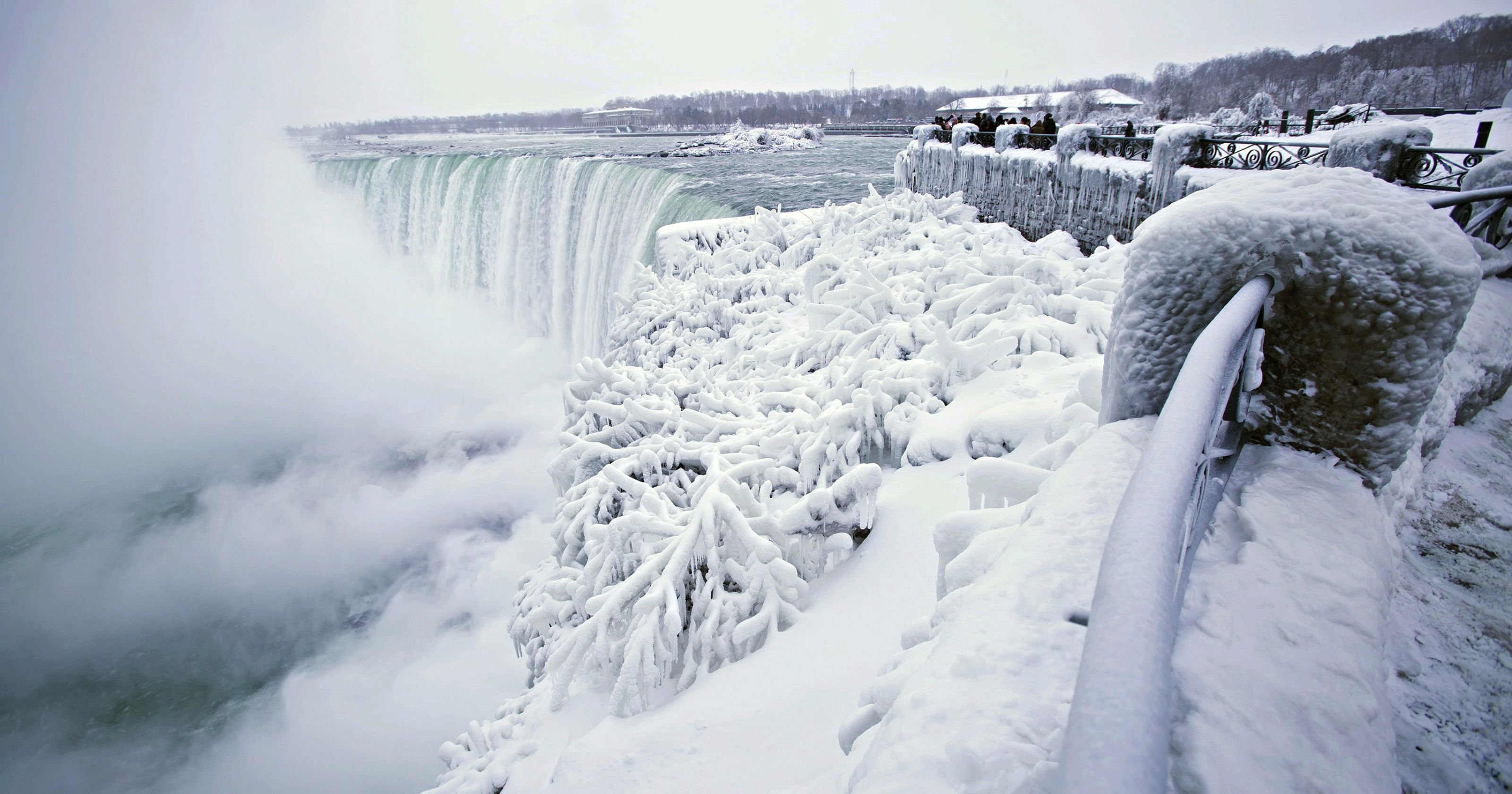 Visite as Cataratas do Niagara no Inverno!